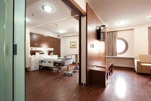 Indraprastha Apollo Hospital, Delhi: Best Hospital In India