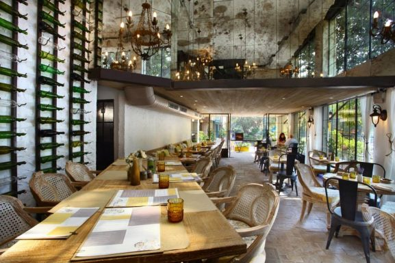 Amour Bistro: Best Restaurant For Couples In Delhi