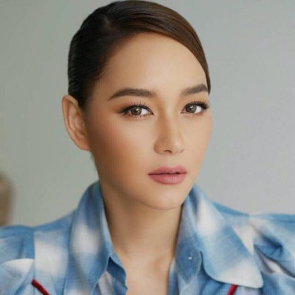 Namthip Jongrachatawiboon: Most Prettiest & Famous Female Actor of Thailand
