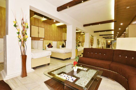 HK BACKPACKERS LUXURY Best Hostel In Amritsar