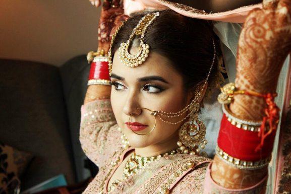 Pooja Sonik: Makeup Artist In Delhi